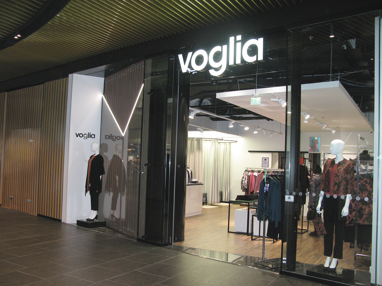 Ideagallerian suunnittelema myymälä Triplassa